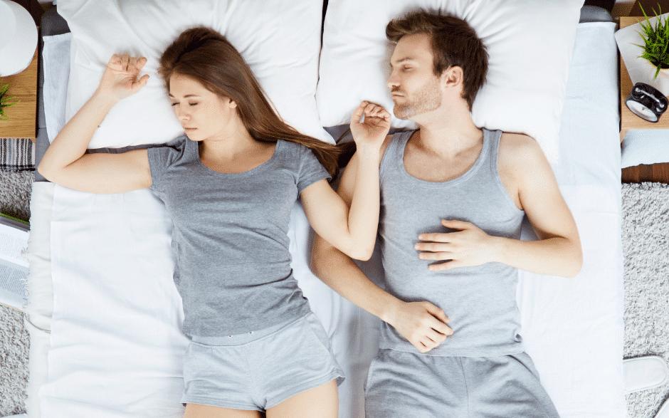 Einschlaftipps Pärchen im Bett